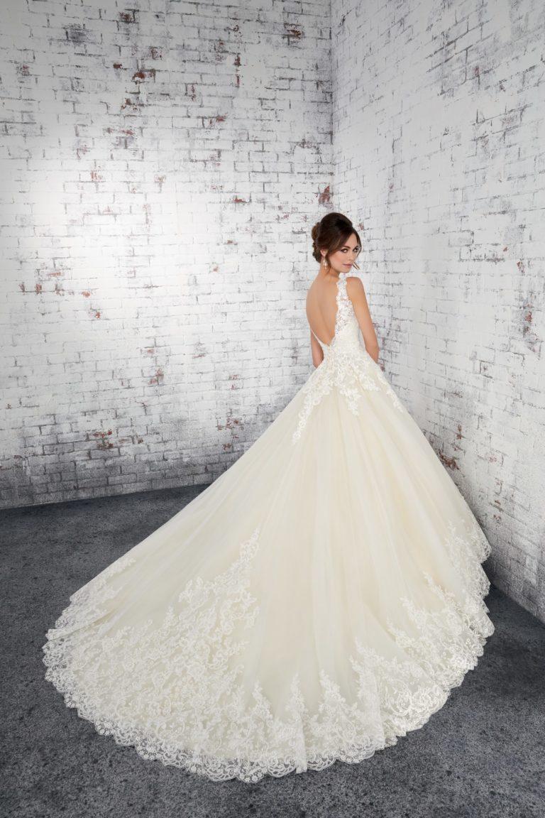Prinzessinnen Stil mit Schleppe - Brautkleider Regensburg