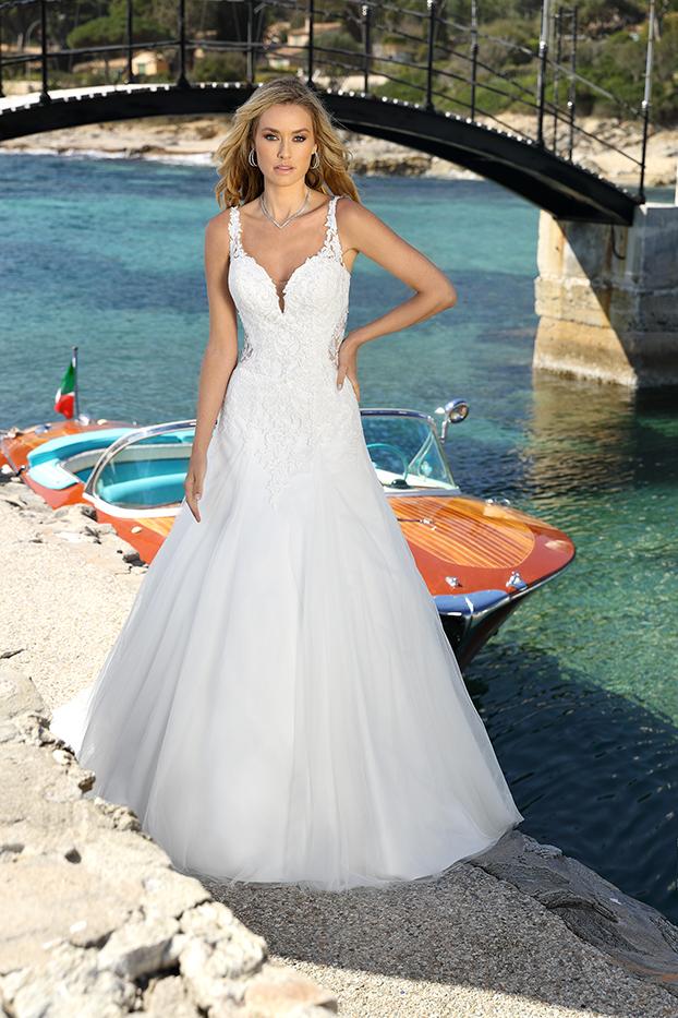 Brautkleid mit Spitze und Perlen, Brautkleider Regensburg